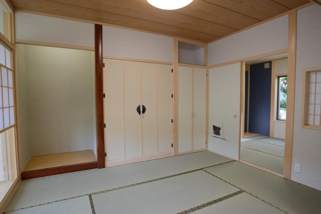 真壁和室と床柱と床の間