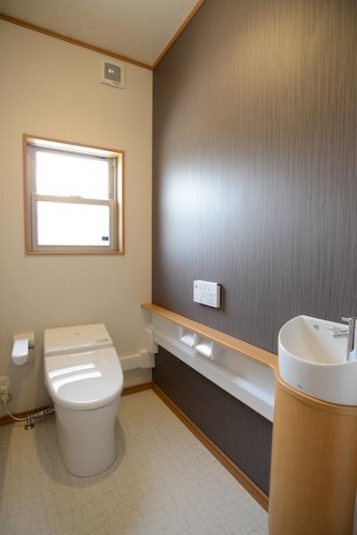 タンクレストイレとトイレ収納