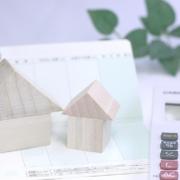 家と預金通帳