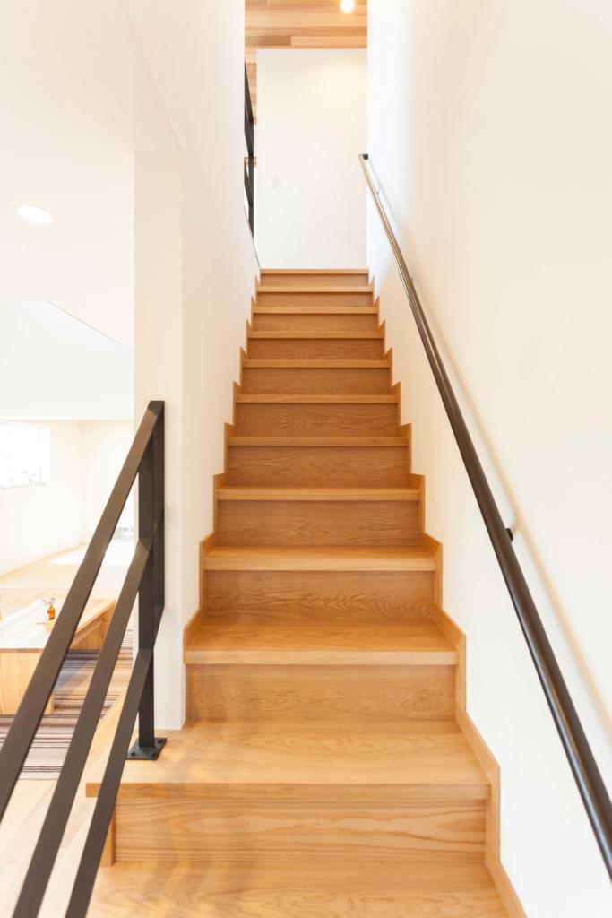 階段とアイアン手すり