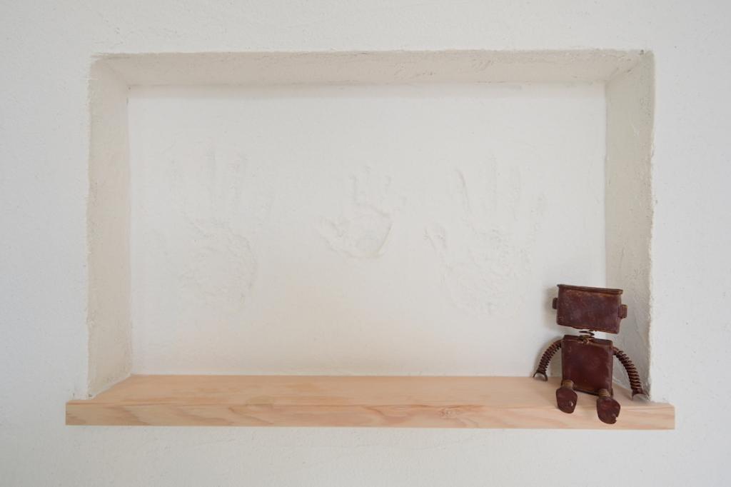 塗り壁に手形