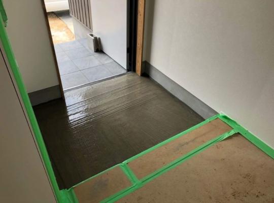 玄関モルタル施工状況