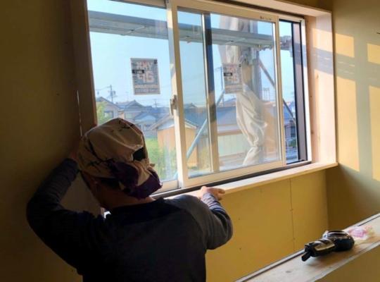 窓枠施工状況