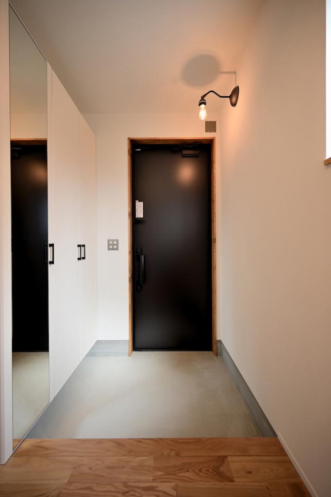 モルタル土間の玄関