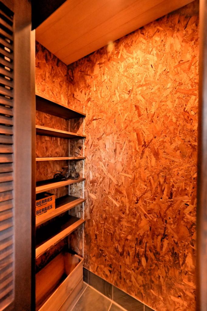 可動棚で使い勝手の良いシューズクローゼットの写真。