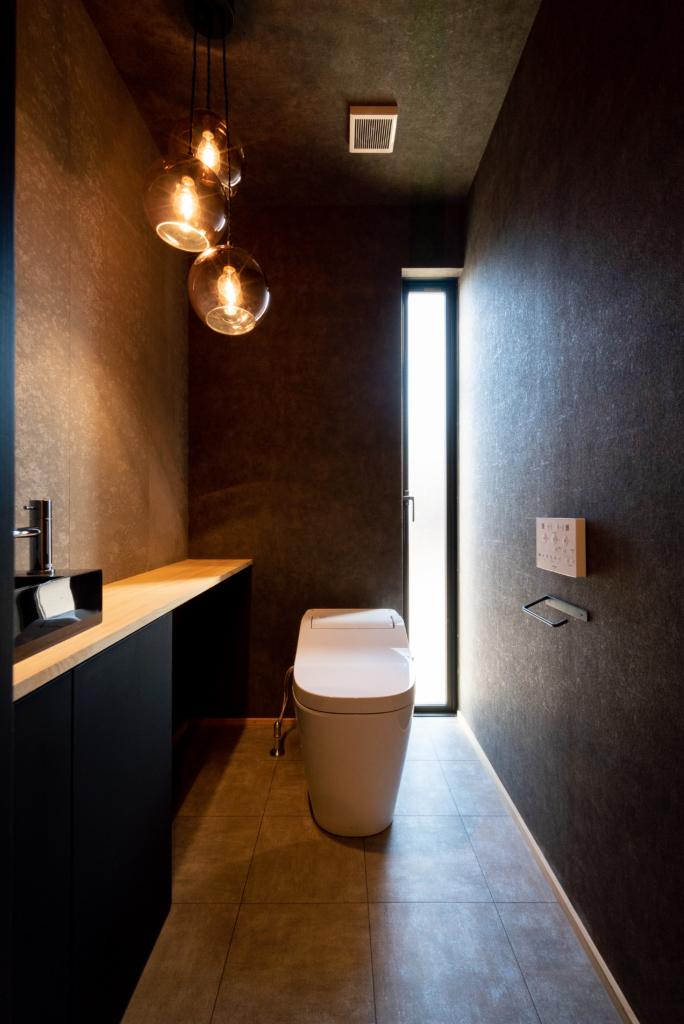 トイレ ブラック